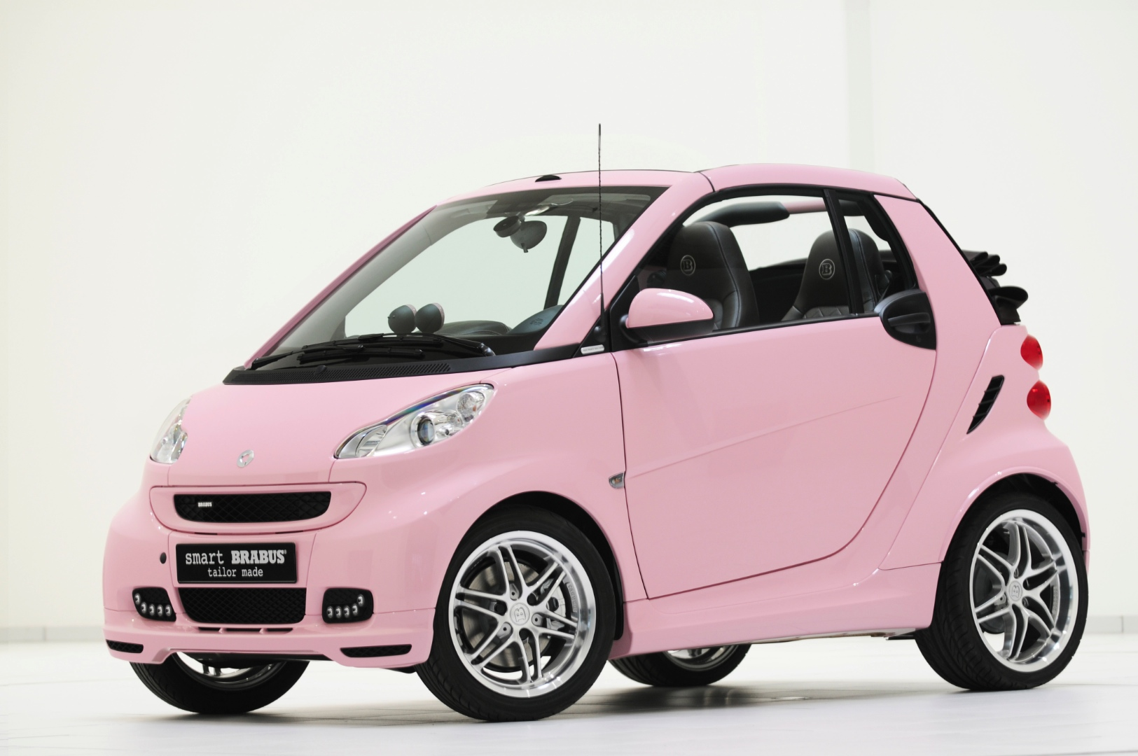 8136477smart-fortwo-wins-most-embarrassing-car-award-64594_1