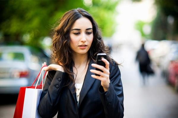 smartphone-couteau-suisse-numerique-femmes-actives-selon-Orange-Terrafemina-F