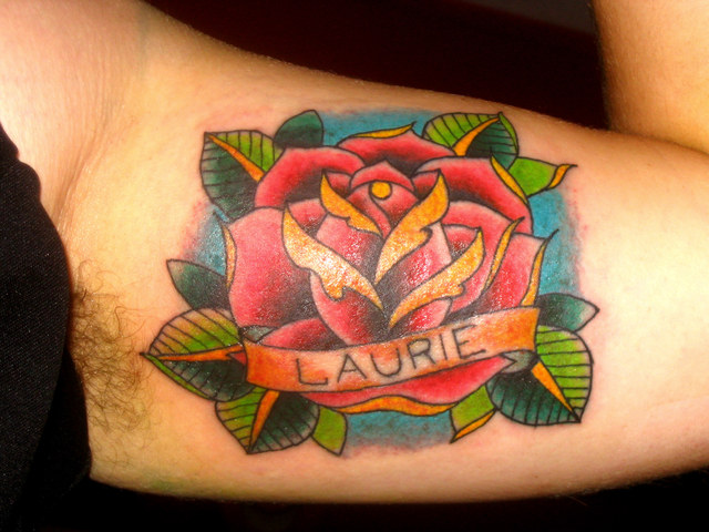 tatouage-rose-old-school-amour