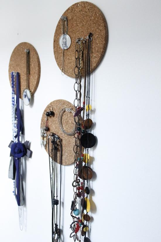 diy 19 rangement bijoux. Black Bedroom Furniture Sets. Home Design Ideas