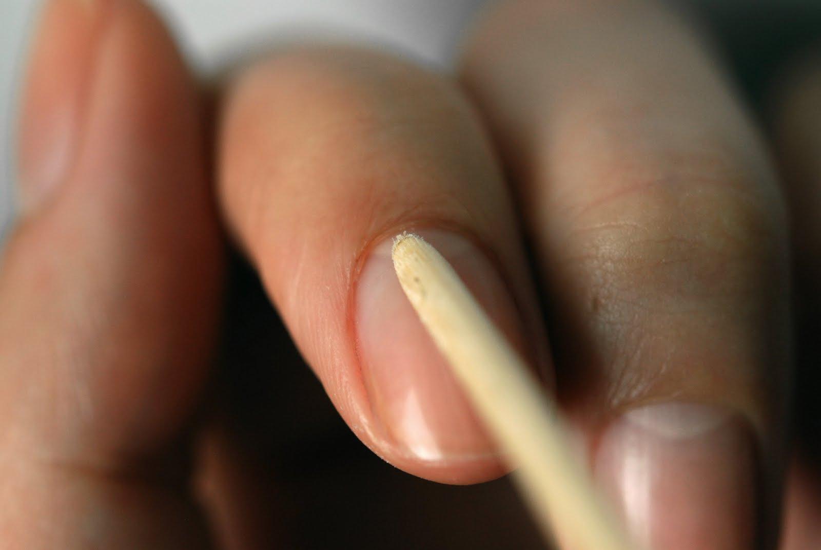 nettoyage-ongles-bâtonnet-repousse-cuticules
