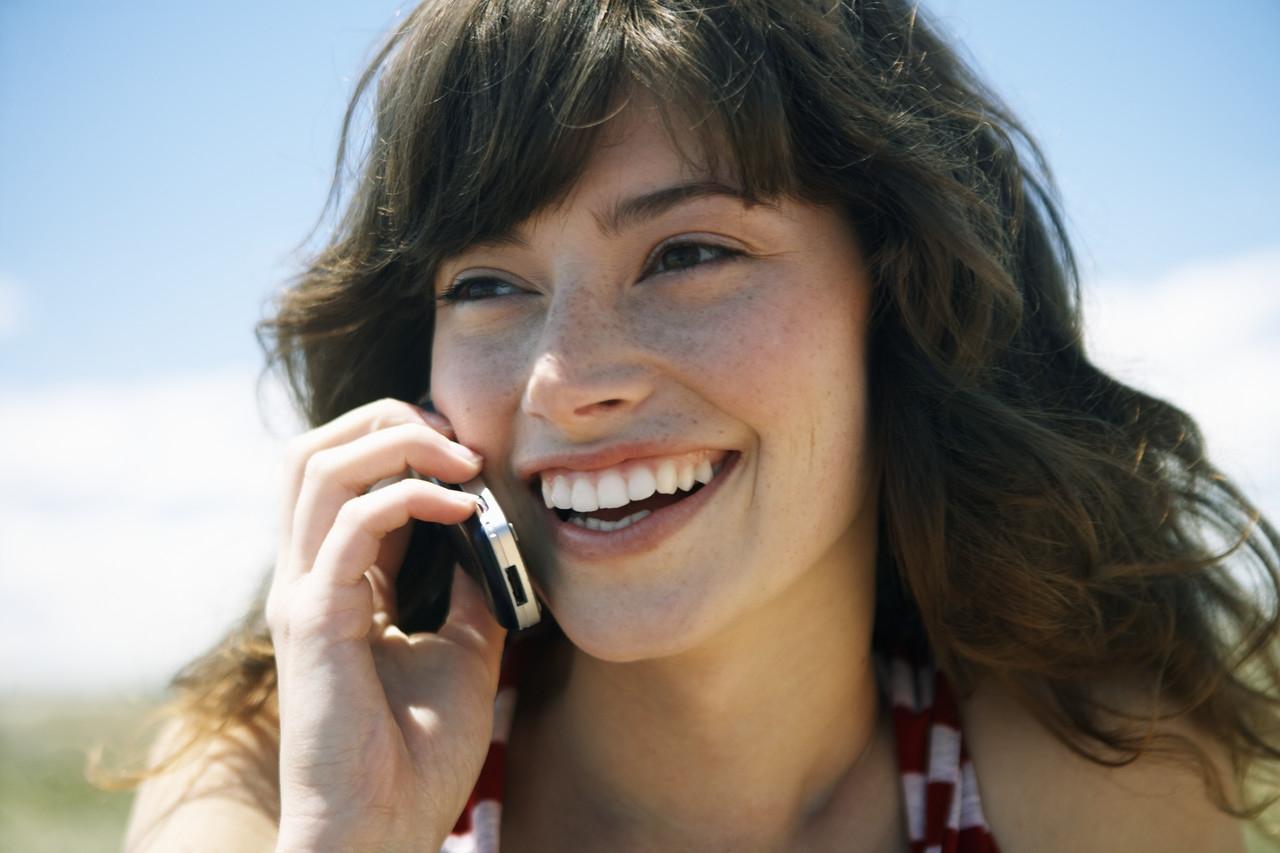 Fille-au-téléphone