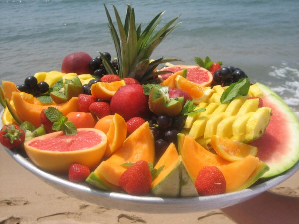 fresh_fruit_platter_at_plage_lannex_private_beach_club_and_beach_restaurant_in_cannes_south_of_france