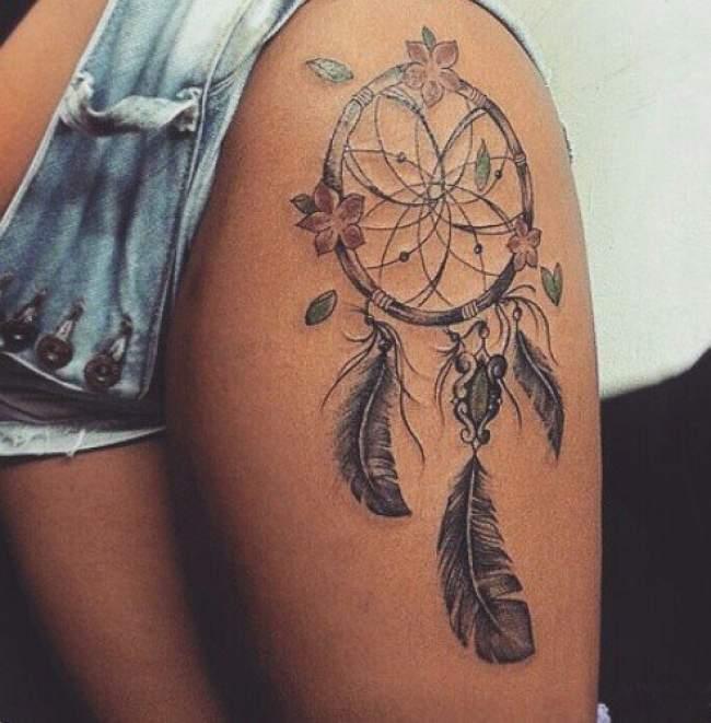 idee-tatouage-attrape-reve-new-school-femme-cuisse-1430240794