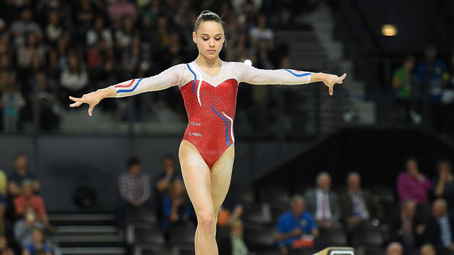 la-francaise-claire-martin-execute-un-mouvement-a-la-poutre-lors-de-l-euro-2015-de-gymnastique-artistique-le-17-avril-2015-a-montpellier_5324043