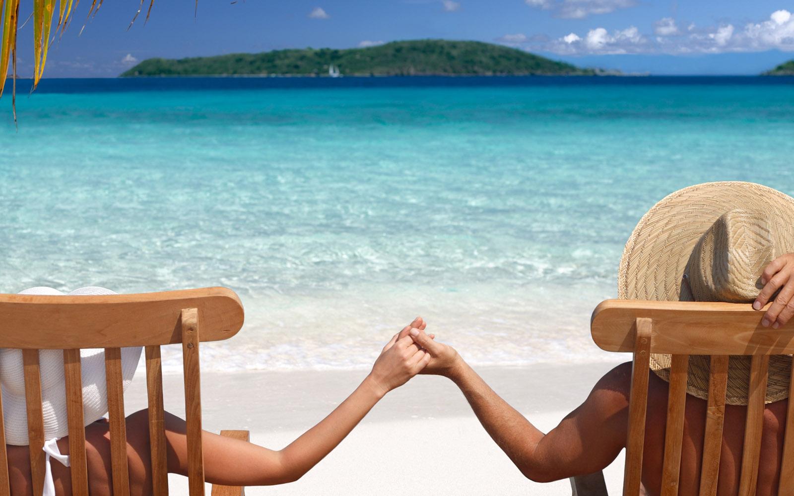 25-beach-couple-love-wallpaper