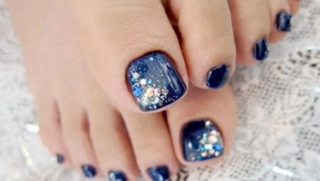 3-idées-nail-art-pour-les-pieds-brillant1-450x255