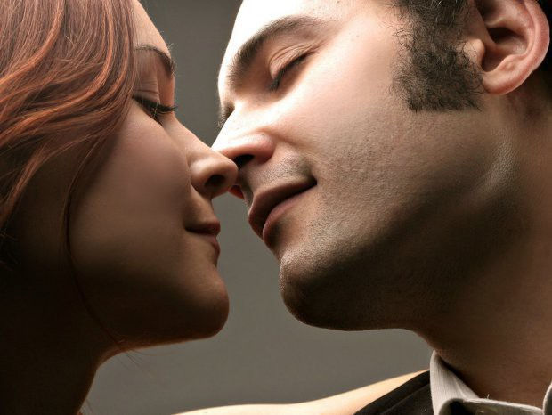 Les-hommes-tombent-plus-vite-amoureux-mais-attendent-plus-longtemps-pour-le-dire_width620
