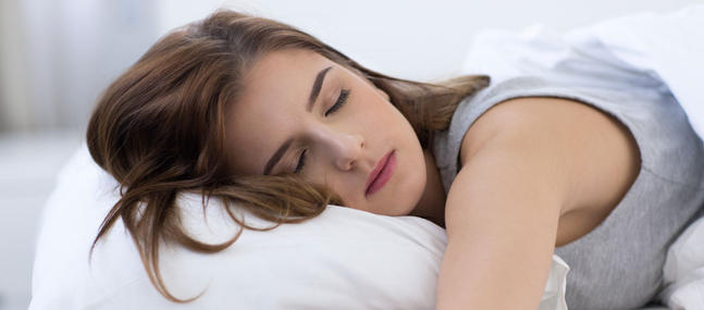 Mieux-dormir-grace-a-la-sophrologie_imagePanoramique647_286
