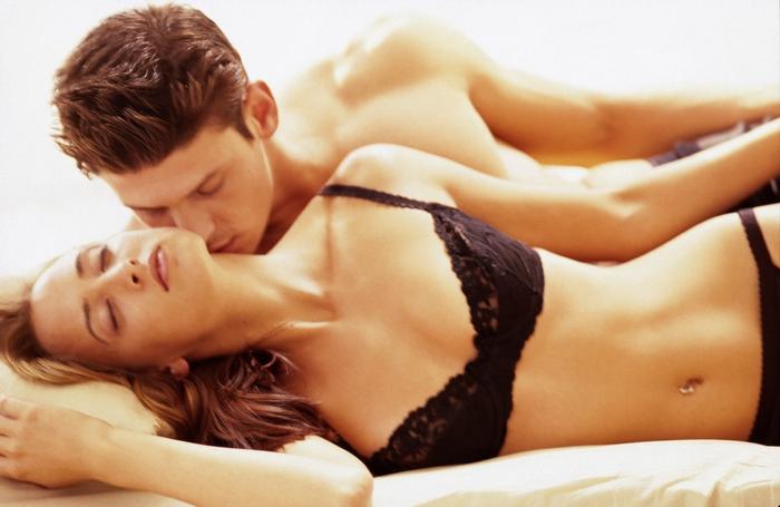 homme-femme-lit-plaisir
