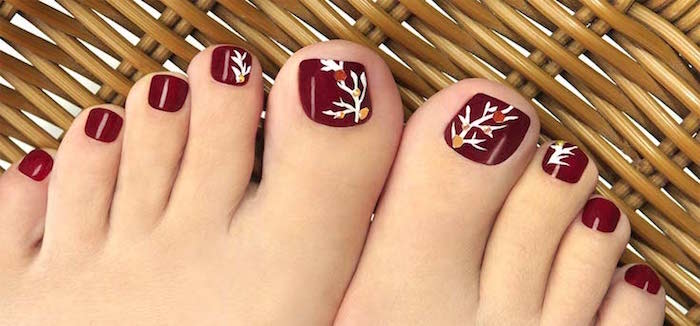 nail-art-facile-pieds-base-bordeaux-branches-blanches