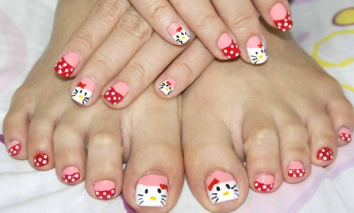 nail-art-facile-pieds-pois-blancs-déco-Hello-Kitty