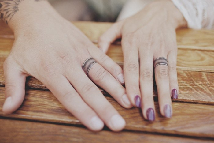tatouage-couple-idee-originale-anneaux-mariage