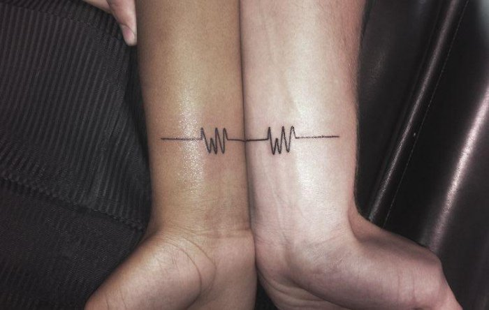 tatouage-couple-idee-originale-electrographie