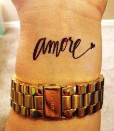 exemple-tatouage-poignet-femme-mot-italien-amore