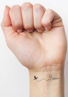 modele-tatouage-poignet-oiseau-et-mot-anglais-believe